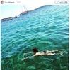 柴咲コウ、ビキニ姿公開!「アドリア海で泳ぐ夏」 画像