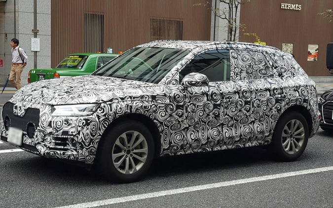 日本未公開 アウディ Q5 新型...都内で目撃!女性ドライバー、目立ちすぎて赤面!? 画像
