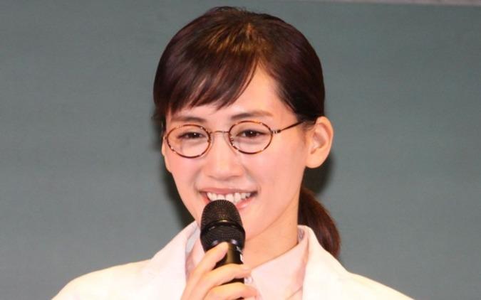 メガネをずらすタイミングが難しいんです…綾瀬はるか「ちゃんと買い」の新CM披露 画像