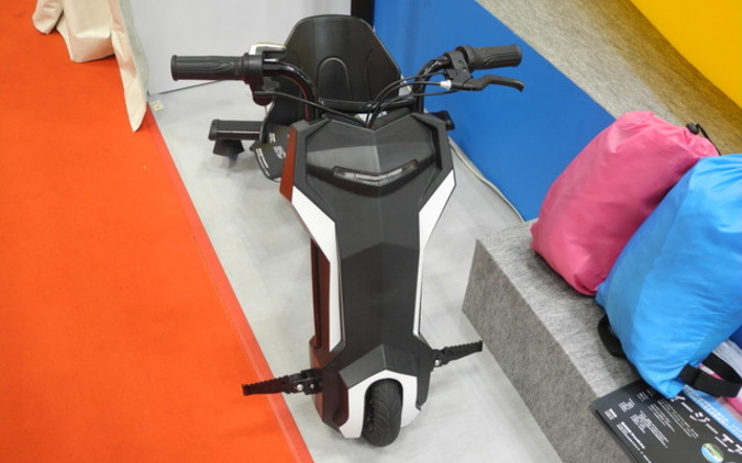 ドリフト&スピンが誰でも簡単に!? 大人が愉しむ電動3輪車! 画像