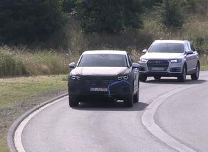 【動画】流れるウィンカー光る…VWトゥアレグ次期型、アウディQ7従え公道テスト開始! 画像