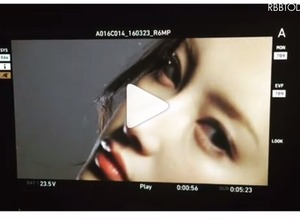 セクシーな瞳、首筋……菜々緒が「中身はひみつ」の気になるCM動画公開 画像