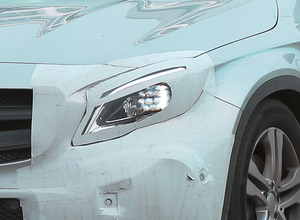 メルセデスGLA初の大幅改良型、これが新マトリクスLEDヘッドライトだ! 画像