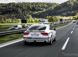 アウディ、新たな自動運転技術を発表!オンラインによる可変メッセージ交通標識とは? 画像