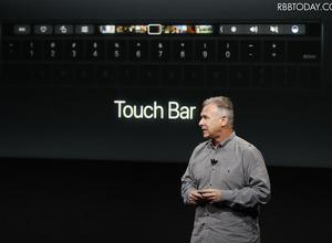 Apple、「Touch Bar」搭載の新型MacBook Pro発表!ファンクションキーありのモデルも継続展開 画像