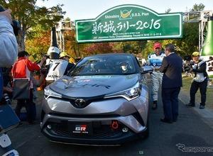 トヨタ C-HR、ラリー仕様がデモ走行…豊田社長がドライブ 画像