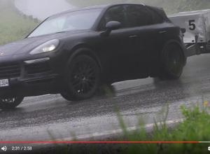 """【動画】ポルシェ カイエン 改良型、雨の山道で""""ひっぱる""""姿 画像"""