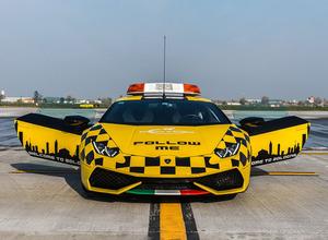 世界一贅沢な空港誘導車!ランボルギーニ ウラカンがボローニャ空港に登場 画像