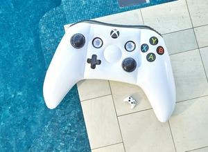 目立ち過ぎ注意...Xbox Oneコントローラー型の大型浮き輪!日本発売は... 画像