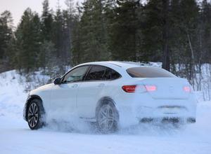 505馬力!メルセデス最強AMG GLC63クーペ新型、豪雪で爆走! 画像