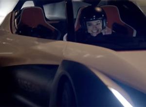 「スーサイド・スクワッド」のマーゴット・ロビー、日産EVスポーツでモナコを爆走!【動画】 画像