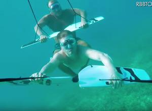 これが次世代マリンスポーツだ!海中を自由に動きまわれる「サブウィング」 画像