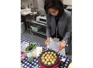 松嶋菜々子、新連ドラ撮影現場で「手作りたこ焼き」をスタッフに振る舞う 画像