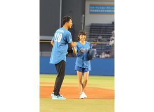 土屋太鳳、ノーバンならず涙...「青空エール」バッテリーが始球式 画像