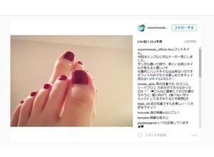 佐々木希、足先までの美しさに反響…「爪がダイヤモンドか宝石に…」 画像