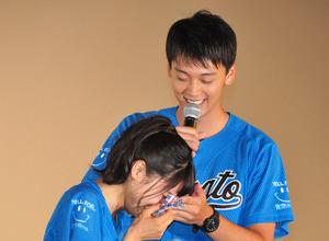 土屋太鳳、「今日は泣かない」宣言も竹内涼真のサプライズ演出に涙! 画像