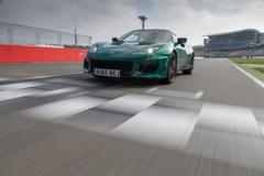 世界の人気トップカメラマンが撮る「究極のスピードの世界」 第3弾!『ロータス・エヴォーラ400』。