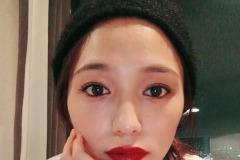 川口春奈、真っ赤な唇…ファン絶賛「大人っぽくて綺麗」