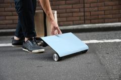 夢の車だ!カバンに入る電気自動車「WALKCAR」発売