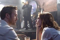 ライアン・ゴズリング&エマ・ストーン、見つめ合い恋と夢に酔う…『ラ・ラ・ランド』場面写真