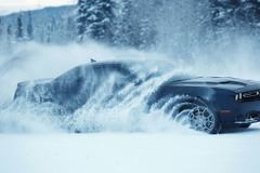 豪雪なんのその!初の4WDダッジチャレンジャー「GT」初公開!