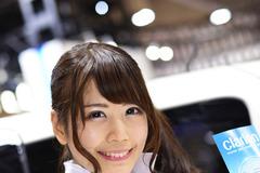 【オートショーを彩るコンパニオン】クラリオン