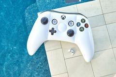 目立ち過ぎ注意...Xbox Oneコントローラー型の大型浮き輪!日本発売は...