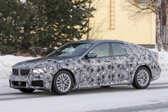 BMW6シリーズGT次期型、テールスライドしまくるスノーテスト【動画】