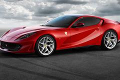 800馬力のフェラーリ史上最強モデルが来た!「812スーパーファースト」初公開!