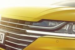 VWパサート上位モデルの4ドアクーペ、「アーテオン」表情公開