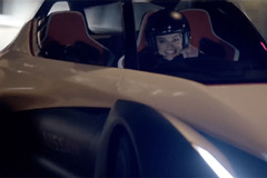 「スーサイド・スクワッド」のマーゴット・ロビー、日産EVスポーツでモナコを爆走!【動画】