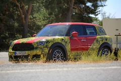 BMWベイビー「X1」!?MINIクロスオーバー次期型、最終テストを目撃