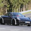 911カレラ次世代型2018年後半に登場すると噂される「911」次世代型は、トレッドが拡大されると思われる。パワートレインには、新開発の3リットルボクサー6ターボエンジンの他、プラグインハイブリッドモデルがラインナップされる可能性も高い。
