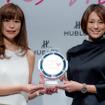 米倉涼子(右)が『HOUBLOT LOVES WOMEN AWARD』を受賞(2016年10月27日)