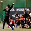 アディダスの野球教室でヤクルト・山田哲人が指導(2016年12月3日)