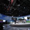 新型オデッセイを披露するアメリカン・ホンダ自動車部門専務副社長のジョン・メンデル。 (c) Getty Images