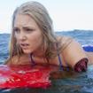 アナソフィア・ロブ「ソウル・サーファー」 (2012)。サメに襲われ片腕を失うも、プロを目指し再起した実在の女性を熱演。