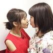 飯豊まりえ、佐野ひなことキス寸前のツーショット写真を公開