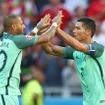 クリスティアーノ・ロナウド(右)が史上初のEURO4大会連続ゴール(2016年6月22日)