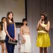 『ワンデー アキュビュー ディファイン モイスト』新製品発表会に山本美月(右)が登壇(2016年6月23日)