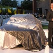 キャデラック エスカーラ コンセプトを初公開するヨハン・デ・ナイシェン社長