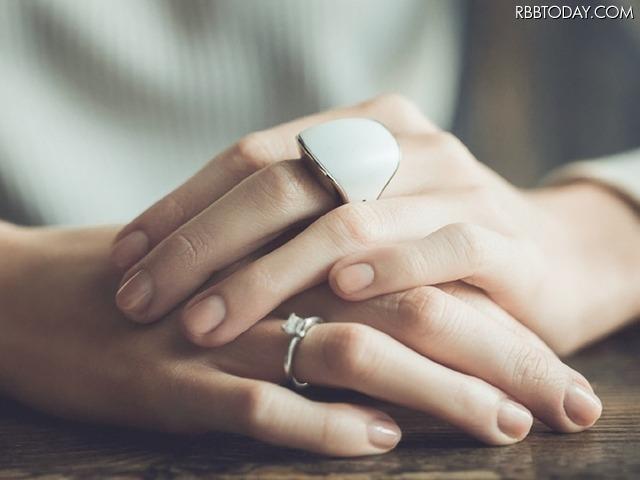 緊急時に家族が呼べるパニックボタン搭載! スマホ連携する指輪型デバイス「Nimb」