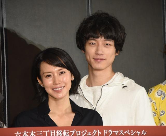 (左から)中谷美紀、坂口健太郎/「模倣犯」製作発表記者会見