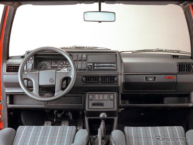 VW ゴルフGTI 2代目のインテリア。チェック柄のシートは今も受継がれている