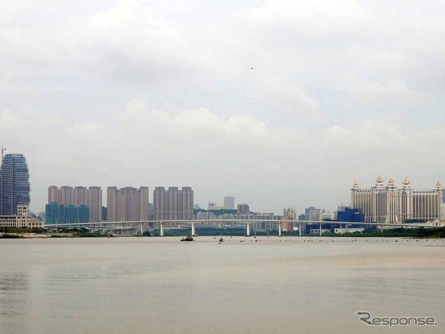 マカオと隣接する広東州珠海市とは橋も架かるが、マイカーでの渡航は制限される