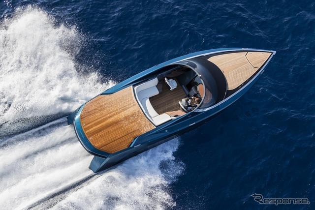 アストンマーティンのパワーボート「AM37」