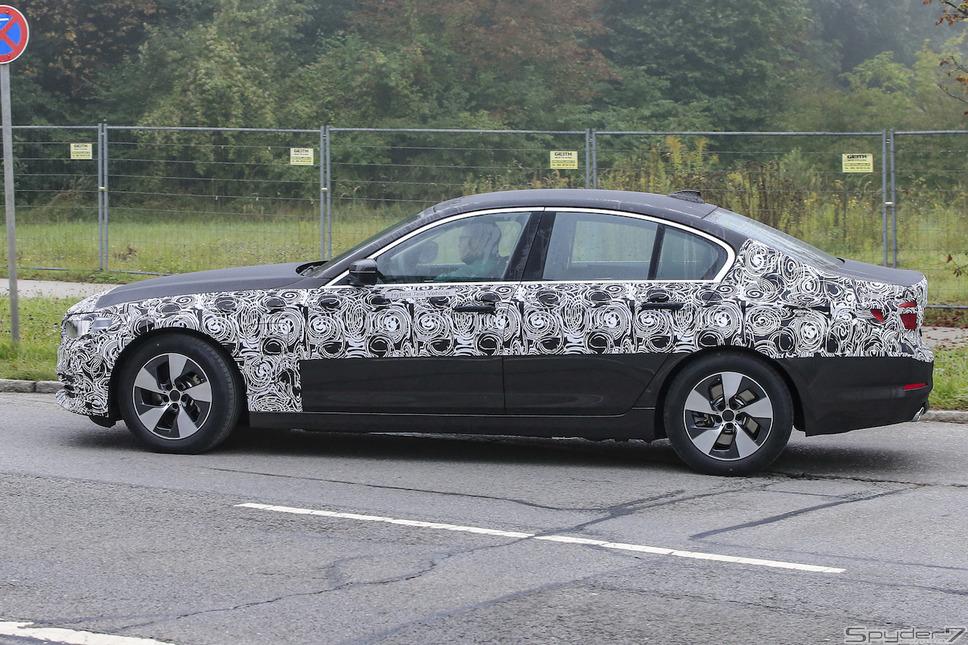 BMW 5シリーズPHEVスクープ写真