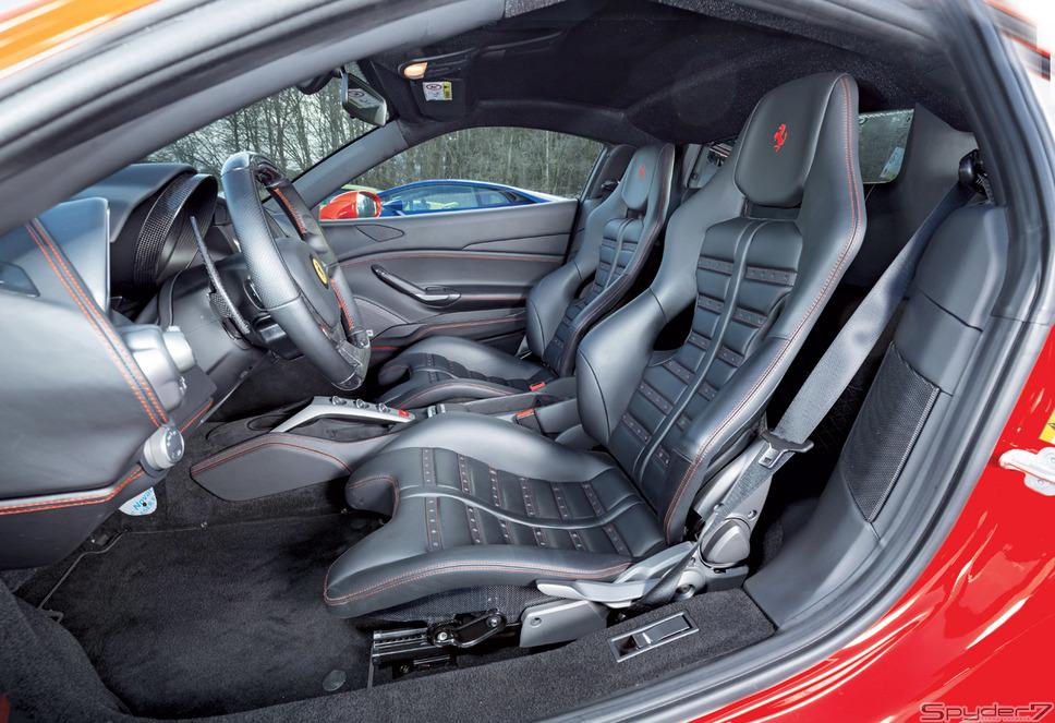 フェラーリ488 GTBGTBはグランツーリスモ・ベルリネッタの略で2015年3月のジュネーブモーターショーでワールドプレミアされた。パワートレインは3.9リットルV型8気筒DOHCツインターボ搭載。最高馬力は670psを発揮、最大トルクは77.5kgm/3000rpm。