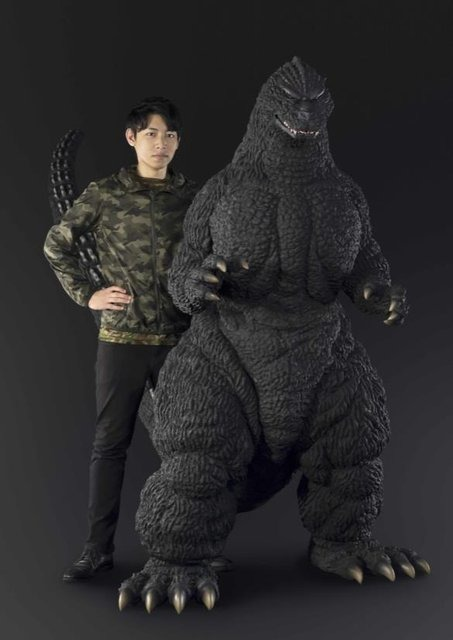 バンダイ、人間サイズの大型フィギュアプロジェクトを始動! 第1弾は192cmのゴジラ、価格は約450万円