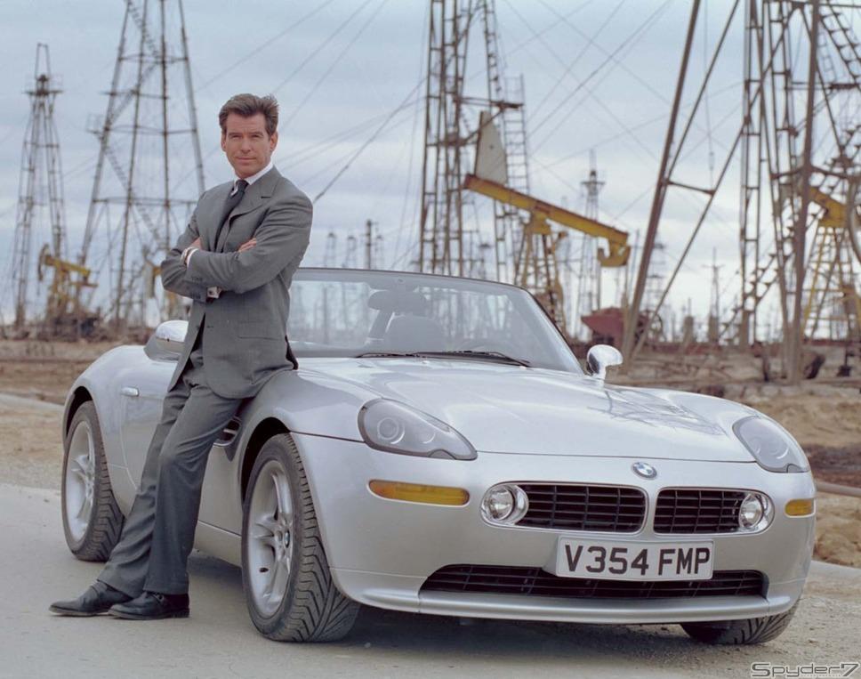 1999年「 ワールド・イズ・ノット・イナフ」 BMWが続く。この作品がデビューとなった「Z8」は、当時最新のフラッグシップ・オープン・ラグジュアリーカーだ。